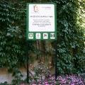 Hinweisschild im Park auf den Mariahilfer Ruhe und Therapiepark
