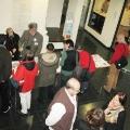 Raus aus der Sackgasse Buchpräsentation Publikum am Büchertisch