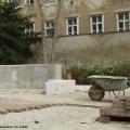 Umbauarbeiten im Park - Bodenplatten werden verlegt