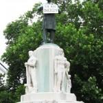 """Luegerdenkmal mit Tafel """"Ich bin dagegen"""""""